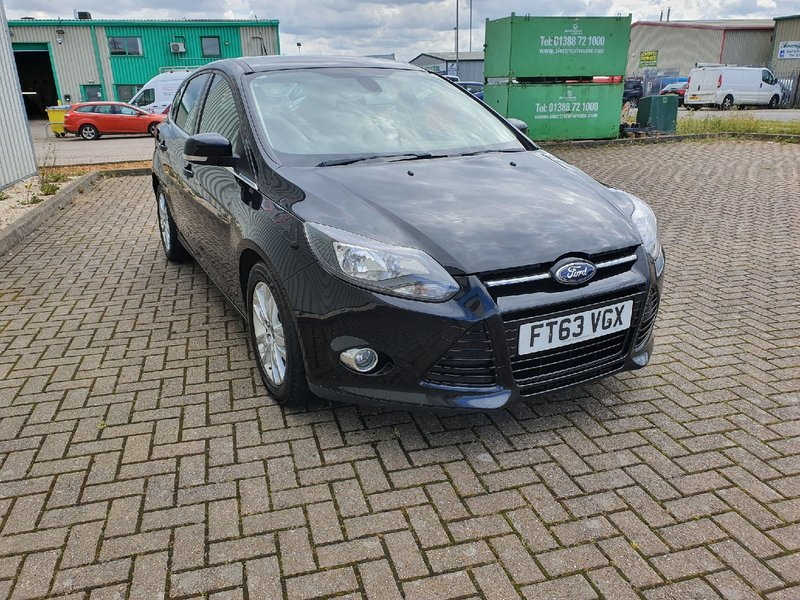 View FORD FOCUS 1.6 TDCi START-STOP NAVIGATOR TITANIUM  5 DOOR MANUAL DIESEL IN BLACK