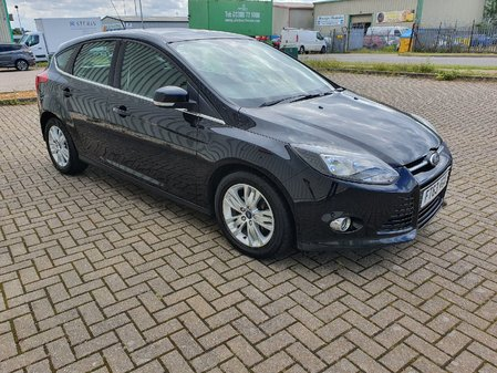 FORD FOCUS 1.6 TDCi START-STOP NAVIGATOR TITANIUM  5 DOOR MANUAL DIESEL IN BLACK