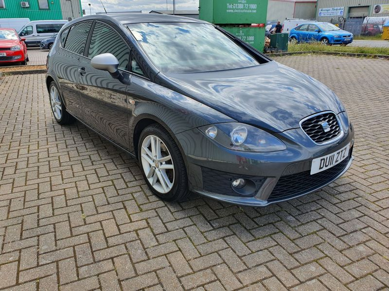 View SEAT LEON 2.0 TDi 170 FR 5 DOOR MANUAL DIESEL IN GREY
