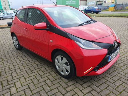 TOYOTA AYGO 1.0 VVT-I X-PLAY 5 DOOR MANUAL PETROL IN RED